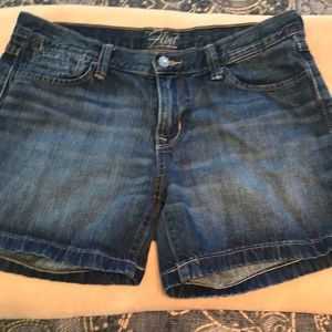 Adorable Old Navy Flirt Jean Shorts 8